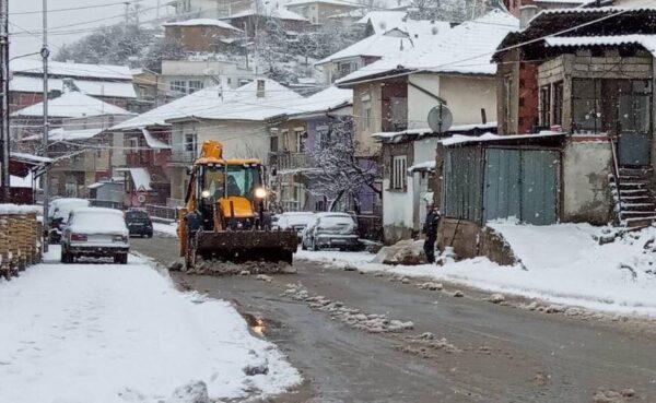 Mbaron edhe një rrugë me asfaltim në f.Mateç (Foto)