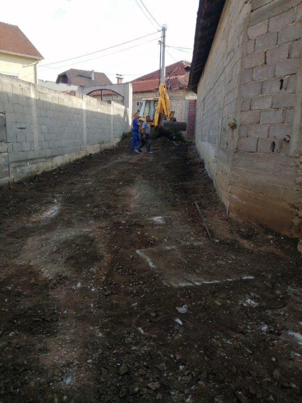 Edhe një rrugicë tjetër do të bëhet me pllaka të betonit në f.Hotël (Foto)
